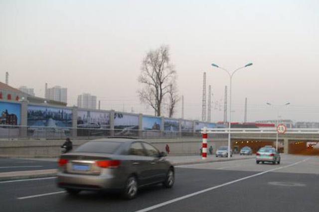 一条道路俩路名送货员走错遭投诉 市政:将统一名称