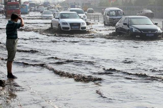 天津道路雨后遭积水 部分小区污水冒泡问题解决
