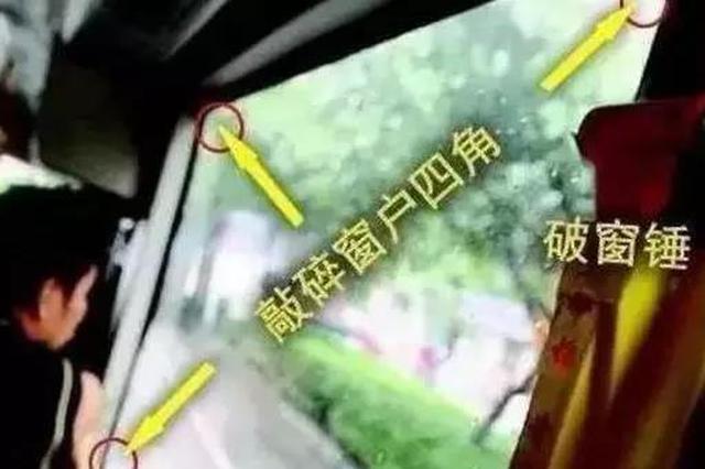 天津一爸爸送女儿上学路上 轿车冒烟起火烧成空架子