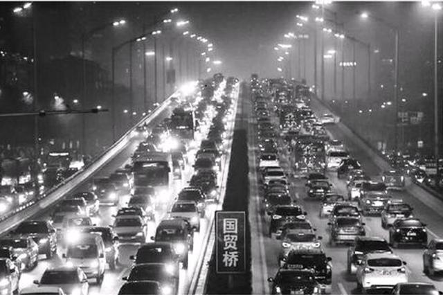 电动化出行趋势渐明显 缓解堵车改善城市污染