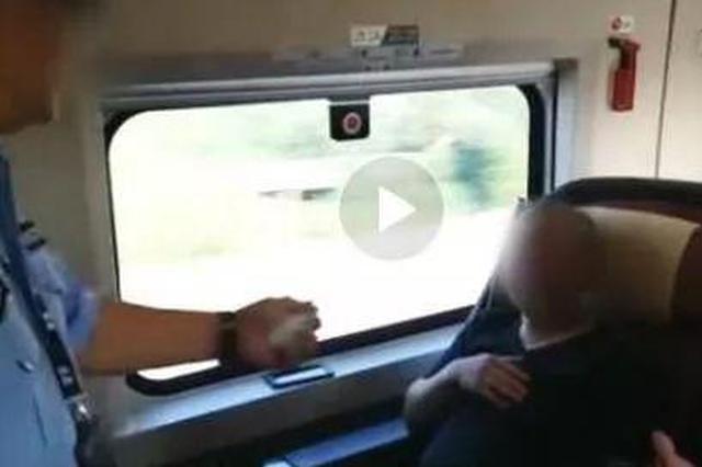 """高铁又见""""霸座大叔"""" 给乘警的霸气回怼点赞"""