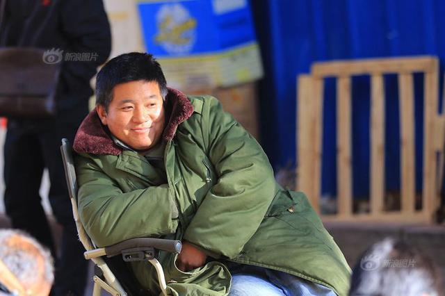 哈尔滨清晨仅5℃ 羽绒服军大衣齐上阵