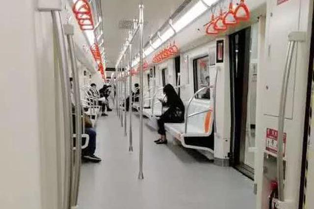 天津地铁5号线举行试乘体验 月底试运营