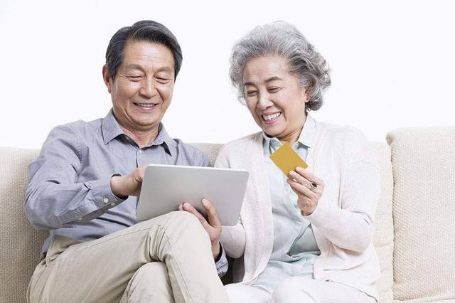 中老年人网购消费近三年增长1.6倍 大爷大妈玩得溜