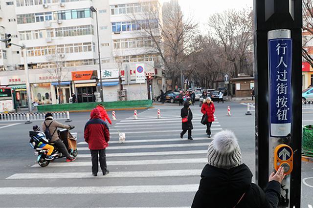 """天津启用""""行人过街按钮""""交通信号灯58处 还将增设25处"""