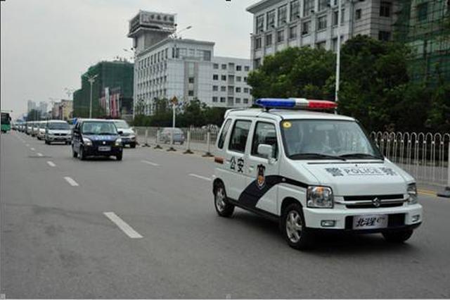 高烧患儿堵在路上 蓟州警车护航及时就医