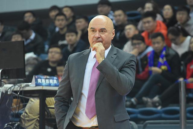 武贾尼奇:我们打出团队篮球 希望李荣培伤无大碍
