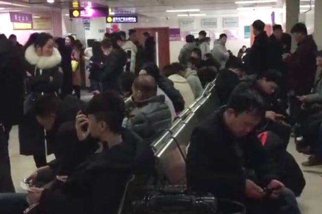 """""""全球最大医院""""门诊场面堪比春运"""