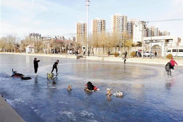 河北区泰兴路月牙河:冰面已融化 不要再玩耍
