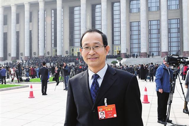 """代表委员?#38393;?#35760; 全国政协委员张水波:为中国企业""""走出去""""鼓"""