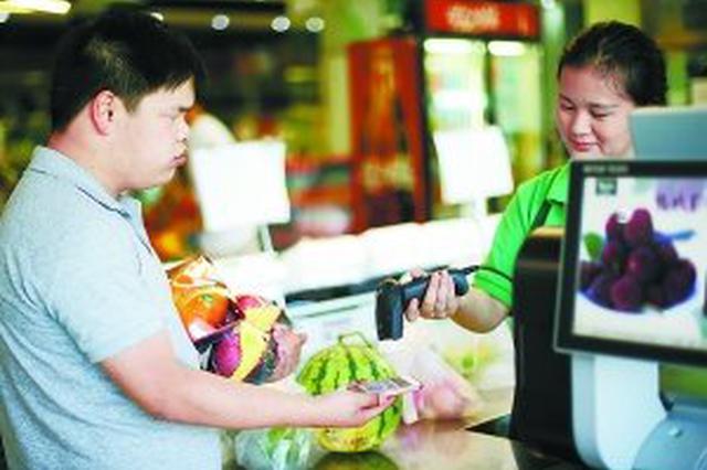 津城一超市拒收现金付款令老年消费者深感困惑