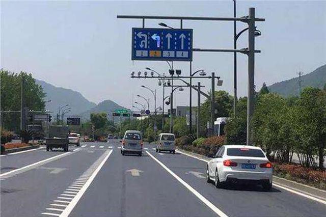 对路口增导向车道提示和延长白色实线征建议
