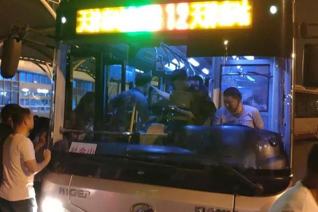 3趟高铁晚点4小时 5部应急专线解困 400余乘客顺利回家