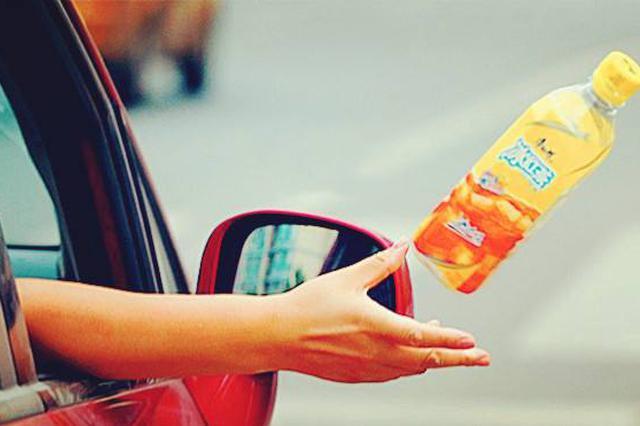 """聚焦《天津市文明行为促进条例》 驾乘车辆应杜绝""""车窗抛物"""""""