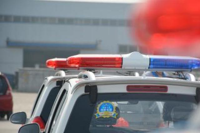 """5分钟连闯4个红灯 警车""""快速通道""""工人断指保住了"""