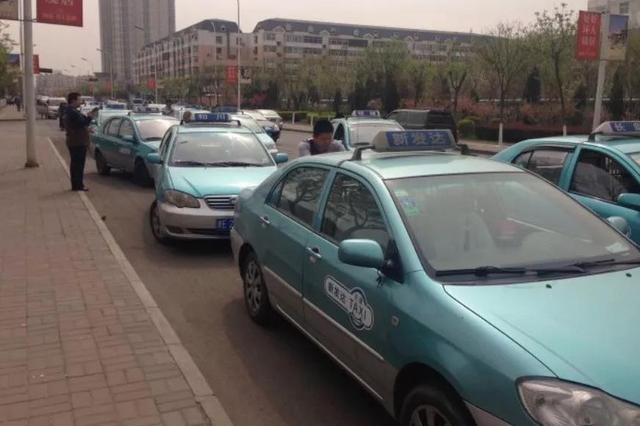 高考期间52辆出租车进驻市内六区26个考点