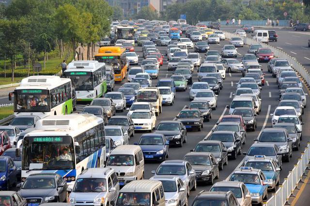 蓟州喜邦公路常年拥堵 货车4个多小时才走了2公里