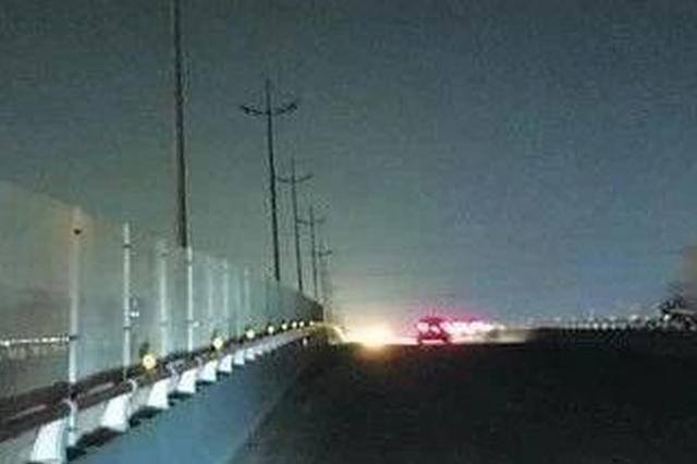 天津外环线个别路段路灯不亮