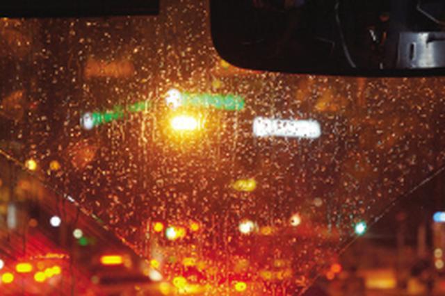 津城本周气温在32℃至34℃之间 偶有阵雨依旧不凉快
