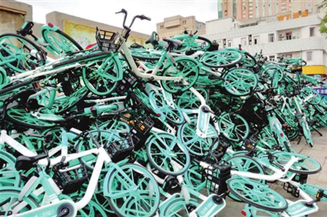 共享单车随意占道 劝业场街道办事处已派人清理(图)