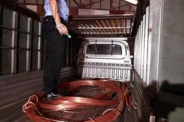 """天津警方在高速上演""""生死时速""""竟是为了这个"""