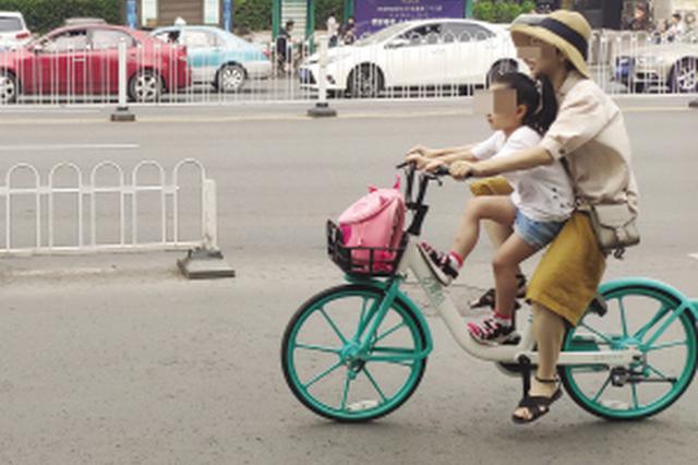 """共享单车成""""亲子单车"""" 别图方便忽视安全隐患"""