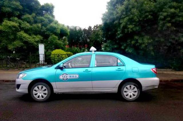 """百辆出租车智能顶灯亮起""""五星"""" 对优秀司机奖励加油卡等"""