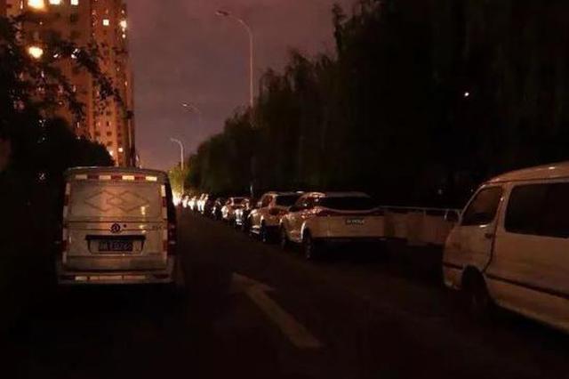 在西青区东方红路上 路灯晚上咋不亮了?