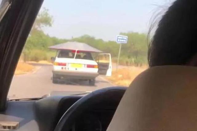 教练车居然在天津马路上敞着门开 还敢学么?