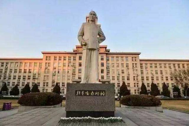"""南开大学""""百万大奖""""奖励教育教学名师"""