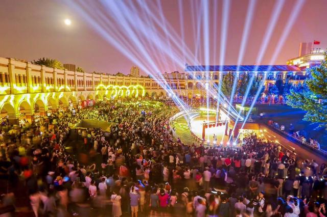 美食、演出、购物、游玩一应俱全 天津各大夜市点亮
