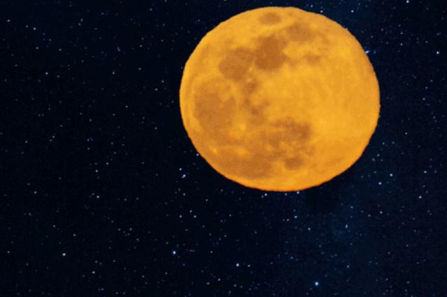 一夜之间这张图刷屏天津人朋友圈!月亮到底什么颜色