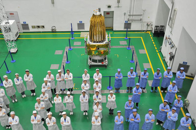 """梦想奔月的航天人:我为嫦娥四号搭""""鹊桥"""""""