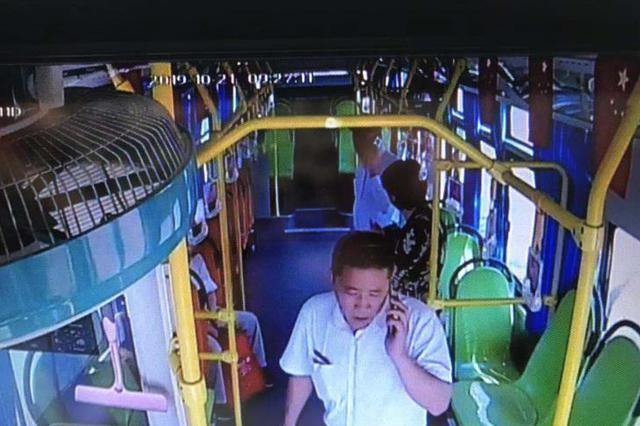 女乘客癫痫发作 公交司机暖心救助