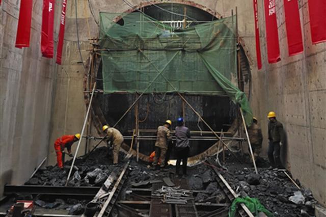 天津地铁10号线首条盾构区间隧道贯通