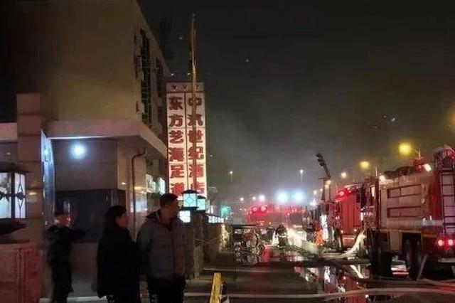 20日晚成林道上发生火情 十余辆消防车辆出动