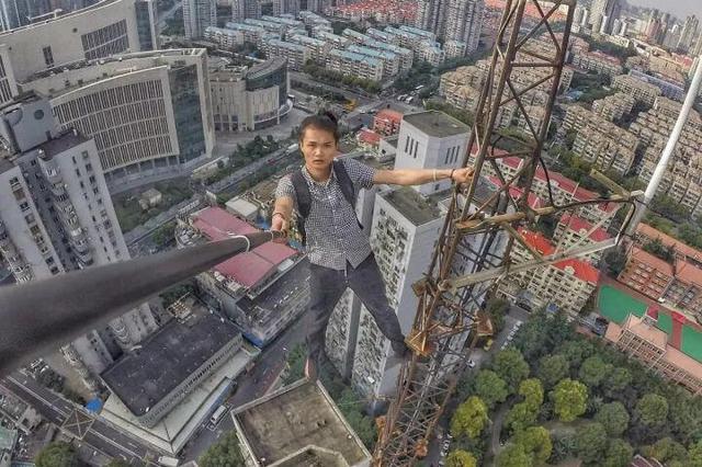 网红直播徒手攀爬高楼坠亡 状告直播平台二审判了