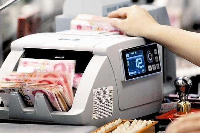 大爷天津银行存10万 柜员未当面点钞剩9万9谁担责?