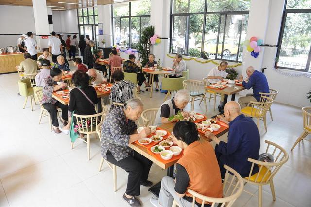 东丽湖街一社区老年人食堂80岁以上长者免费用餐