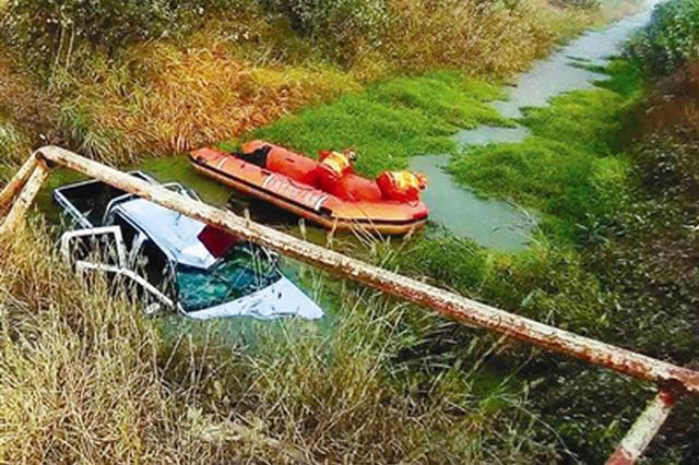 司机醉驾失控掉进河 宝坻3村民跳入冰冷河水救人