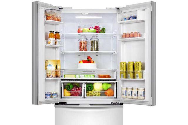 """美菱冰箱""""冷藏室""""变""""冷冻室"""" 一年修3次还是修不好"""