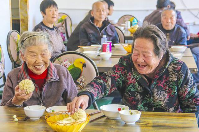 """市人大代表孙卫东建议:加快建设""""老人食堂"""""""