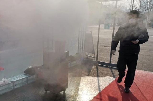 有心了!天津这家小区搭建了消毒走廊,有的业主还要在消毒喷