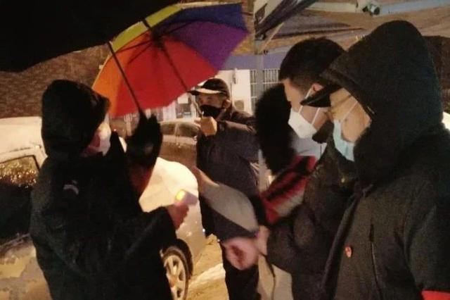"""做宣传标语、疫情防控点站岗……这些天津返乡的大学生没""""闲"""
