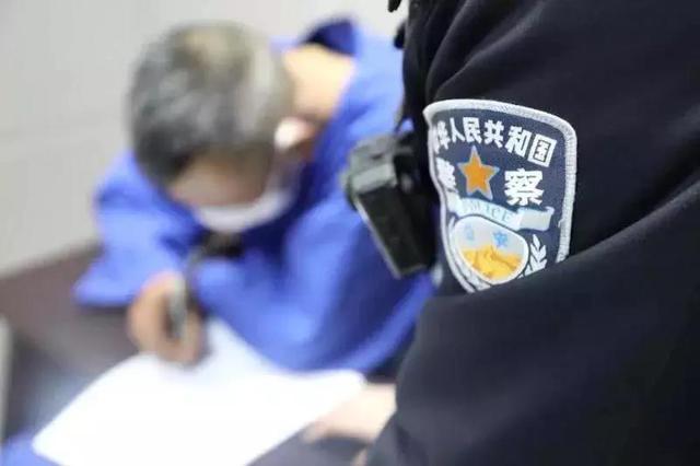 未戴口罩醉酒男子辱骂公交车司机,阻碍民警执法被采取刑事强