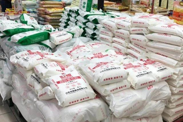 米面油货都足 价格怎么样?记者走进这些卖场