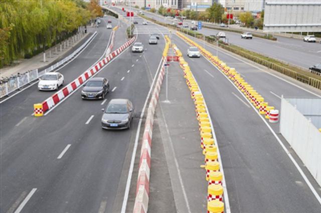 地铁7号线王兰庄站完成一期导行 增设标志标线、防撞桶过往车