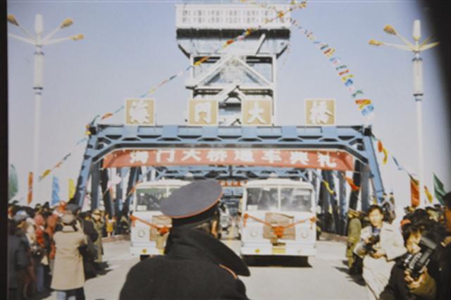 海门大桥今天通车35周年 为8万艘次船舶安全提升20