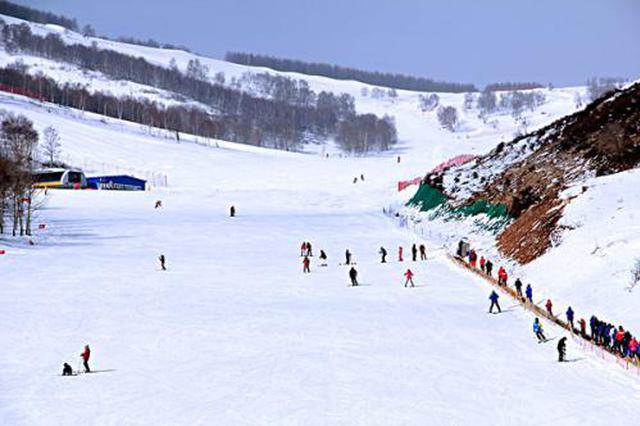 """雪场禁止朋友教滑雪 """"安全第一""""也要提升服务体验"""