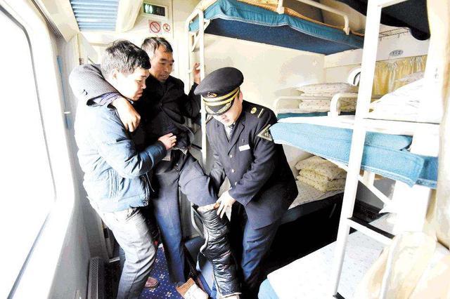 """余票充足时为60岁以上旅客自动分配下铺 老年人乘火车有""""绿色"""